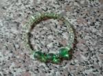 braccialetto verde. bracciale fatto a mano, bracciale molla elastica, i capricci di nico, bijoux artigianali, foto bijoux artigianali